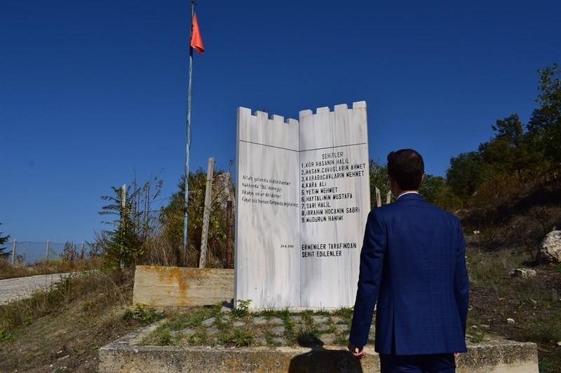 Ermeniler tarafından katledilenler anısına yapılan Şehitler Anıtına ziyaret