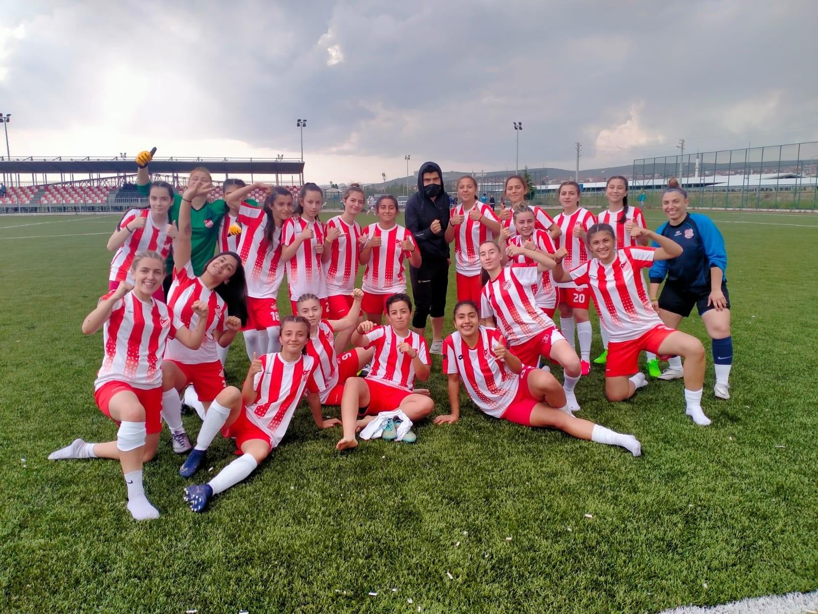 Bilecikspor bayan futbol takımı gol oldu yağdı