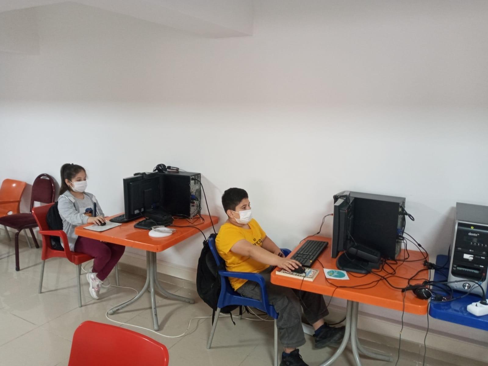 Geri dönüşümden gelen 5 bilgisayar öğrencilerin hizmetine sunuldu