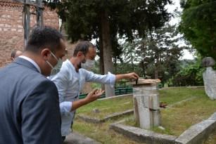 Şeyh Edebali Türbesi bahçesinde bulunan 19 mezarın taşı onarılacak