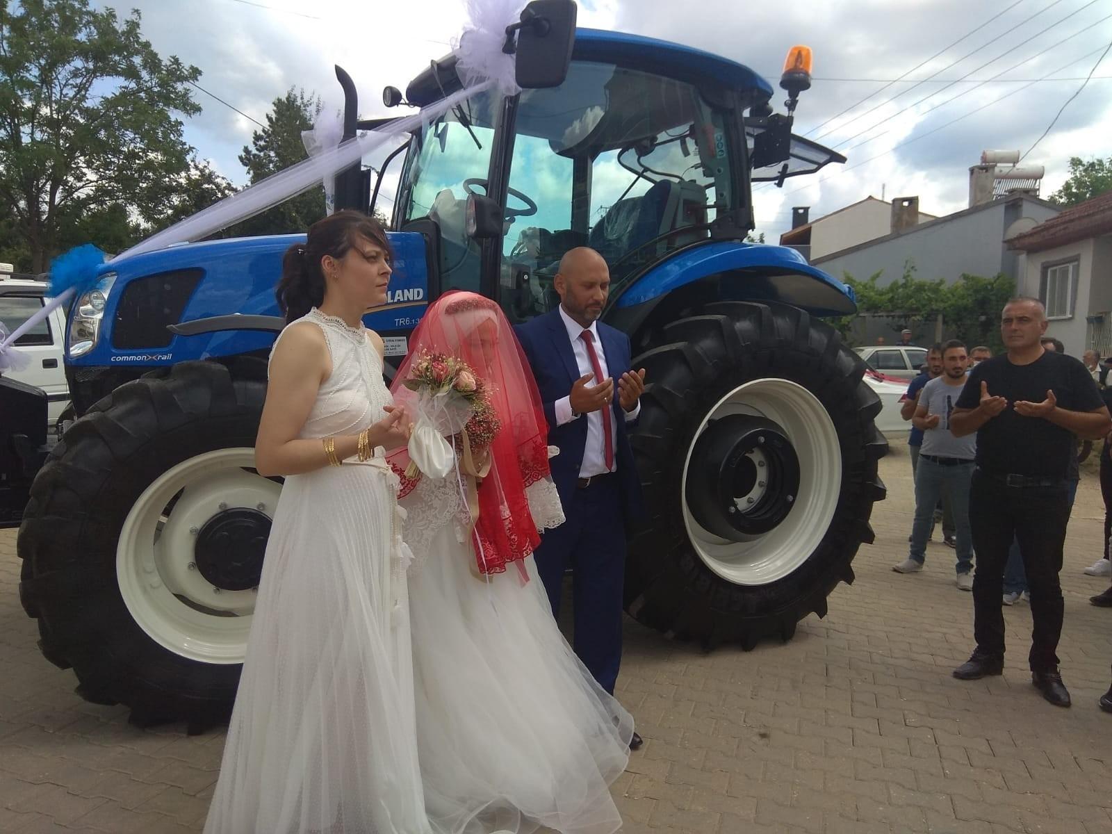 Tarımsal Kooperatif Başkanı damat olunca gelin arabası da traktör oldu
