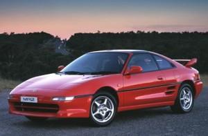 """2. generation (kaldet SW20) havde et helt anderledes design, og blev hånligt kaldt en """"fattigmands-Ferrari"""""""