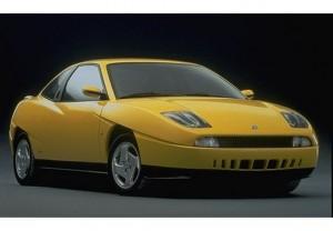"""Det er bestemt ikke alle biler som kan """"bære"""" gul lak, men Fiat Coupé kan! Fælgene afslører at det er en af de tidlige modeller."""
