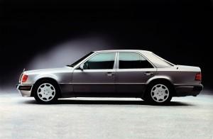 Den mægtige 500E kunne let forveksles med en almindelig hyrevogn, men kig lige en ekstra gang på skærmene foran...