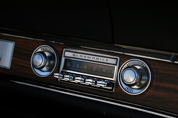Oldsmobile radio