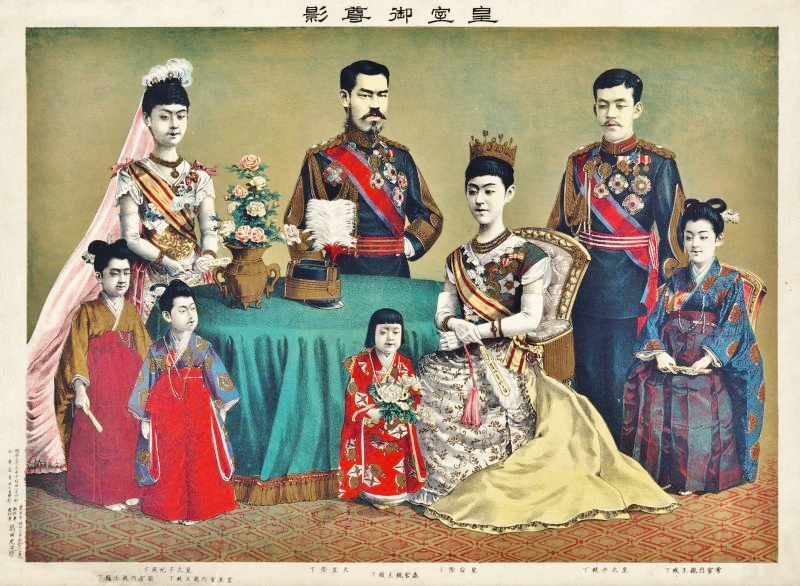 The_Meiji_Emperor_of_Japan_and_the_imperial_family_by_Torajir%C5%8D_Kasai_1900-800x586.jpg