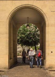 Arched way by La Monnaie