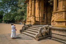 honoring-temple-kelaniya-temple-sri-lanka