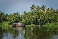 houseboat-alleppey-vembanad-lake-backwaters-kochi-india