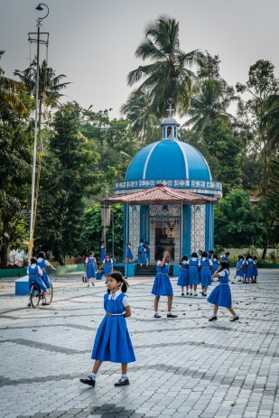 school-girls-kochi-india