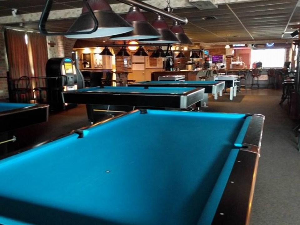 Golf intérieur L'Ardoise Pub, Bar sportif, Billard et Golf intérieur à Mascouche, Terrebonne, Mascouche