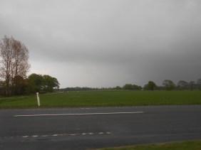 Førsøgte at køre fra skybrud