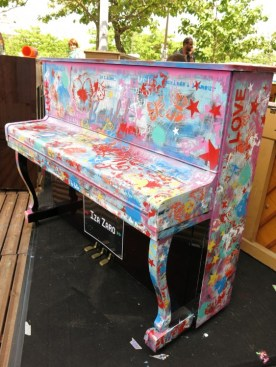 """Piano """"Play me I'm yours"""""""