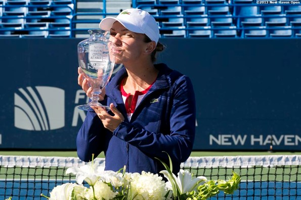 """""""Simona Halep kisses the trophy after defeating Petra Kvitova in the finals to win the New Haven Open at Yale University in New Haven, Connecticut Saturday, August 24, 2013."""""""