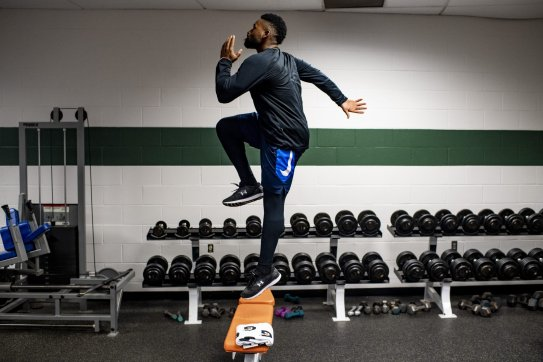 HOUSTON, TX - OCTOBER 17: Jackie Bradley Jr. #19 of the Boston Red Sox exercises before game four of the American League Championship Series against the Houston Astros on October 17, 2018 at Minute Maid Park in Houston, Texas. (Photo by Billie Weiss/Boston Red Sox/Getty Images) *** Local Caption *** Jackie Bradley Jr.