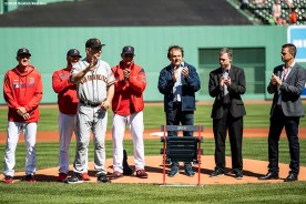 BOSTON, MA - SEPTEMBER 19: Manager Bruce Bochy of the San Francisco Giants is presented with a gift by the Boston Red Sox in recognition of his 2000th career victory before a game on September 19, 2019 at Fenway Park in Boston, Massachusetts. (Photo by Billie Weiss/Boston Red Sox/Getty Images) *** Local Caption *** Bruce Bochy