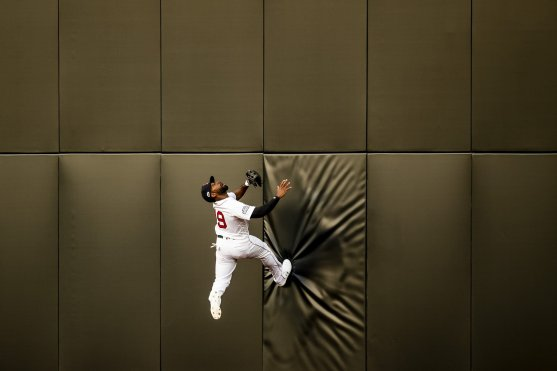 LONDON, ENGLAND - JUNE 29 : Jackie Bradley Jr. #19 of the Boston Red Sox attempts to catch a fly ball during the fifth inning of game one of the 2019 Major League Baseball London Series against the New York Yankees on June 29, 2019 at West Ham London Stadium in London, England. (Photo by Billie Weiss/Boston Red Sox/Getty Images) *** Local Caption *** Jackie Bradley Jr.