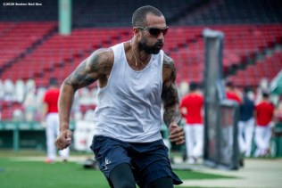 BOSTON, MA - SEPTEMBER 1: Nick Markakis #22 of the Atlanta Braves works out before a game against the Boston Red Sox on September 1, 2020 at Fenway Park in Boston, Massachusetts. The 2020 season had been postponed since March due to the COVID-19 pandemic. (Photo by Billie Weiss/Boston Red Sox/Getty Images) *** Local Caption *** Nick Markakis