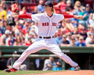 """Boston Red Sox pitcher Henry Owens delivers during the first inning of a game against the Seattle Mariners at Fenway Park in Boston, Massachusetts Sunday, August 16, 2015."""