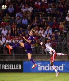 EAST HARTFORD, CT - JULY 24: Marcos Alonso #28 of ACF Fiorentina jumps for a ball as Anderson Talisca #30 defends during the first half of an International Champions Cup 2015 match at Rentschler Field on July 24, 2015 in East Hartford, Connecticut. (Photo by Billie Weiss/Getty Images) *** Local Caption *** Marcos Alonso;Anderson Talisca