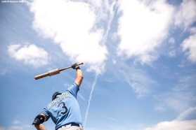 FT. MYERS, FL - MARCH 7: Evan Longoria #3 of the Tampa Bay Rays warms up on deck during a Grapefruit League game against the Boston Red Sox on March 7, 2016 at JetBlue Park at Fenway South in Fort Myers, Florida . (Photo by Billie Weiss/Boston Red Sox/Getty Images) *** Local Caption *** Evan Longoria