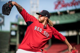 BOSTON, MA - APRIL 27: Robbie Ross Jr. #28 of the Boston Red Sox throws before a game against the New York Yankees on April 27, 2017 at Fenway Park in Boston, Massachusetts. (Photo by Billie Weiss/Boston Red Sox/Getty Images) *** Local Caption *** Robbie Ross Jr.