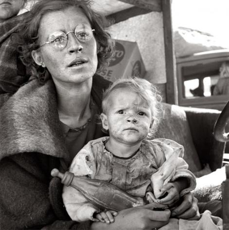 Mother and baby of family on the road. Tulelake, Siskiyou County, California. 1939.