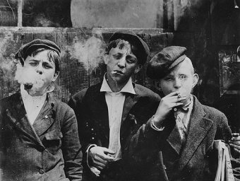 """Hine, """"Newsies at Skeeter's Branch, Jefferson near Franklin,"""" Monday, May 9th, 1910."""