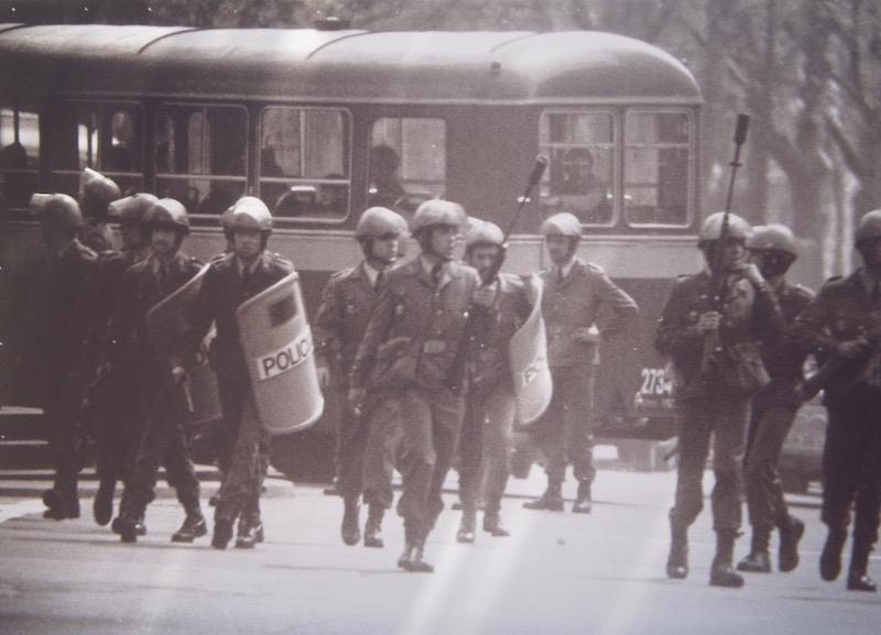 Grises en Gran de Gràcia, Barcelona