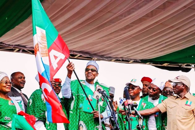 President-Buhari-Raised-Hand-Of-A-Wrong-Gubernatorial-Aspirant-In-Calabar