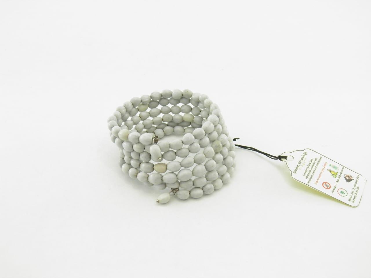 Le Spirale - Bracelet graines naturelles - Blanc