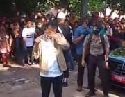 Air Mata jokowi Jatuh Usai Temui Pengungsi Banjir Bandang