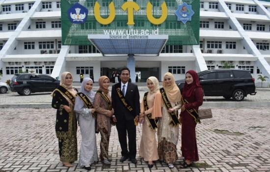 Lulusan Perdana Mahasiswa