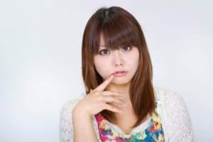 https---www.pakutaso.com-assets_c-2015-05-N112_kuchibiruwomottekuru-thumb-1000xauto-14448