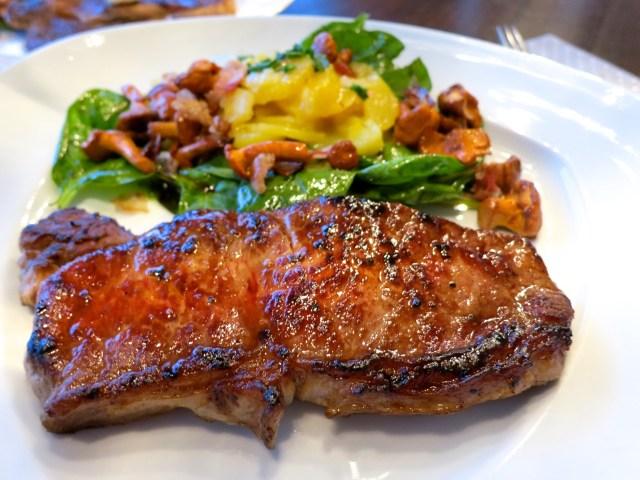Steaks mit Salat und Eierschwammerl – 08