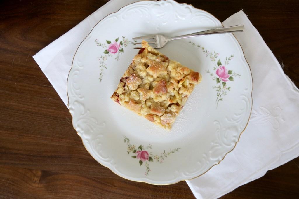 Apfel- und Topfenstreuselkuchen