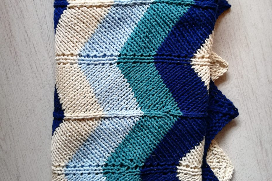 Couverture bébé à chevron au tricot