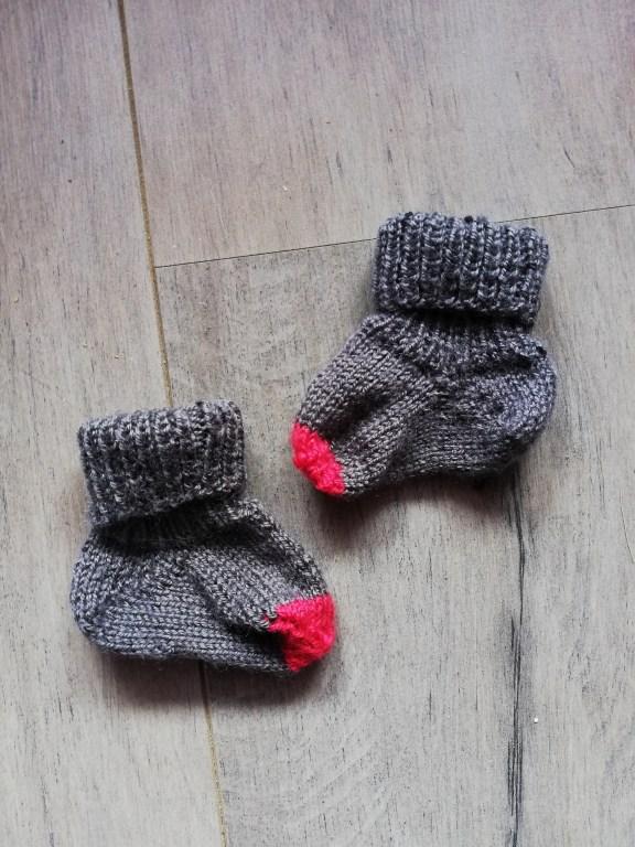 chaussettes bébé au tricot
