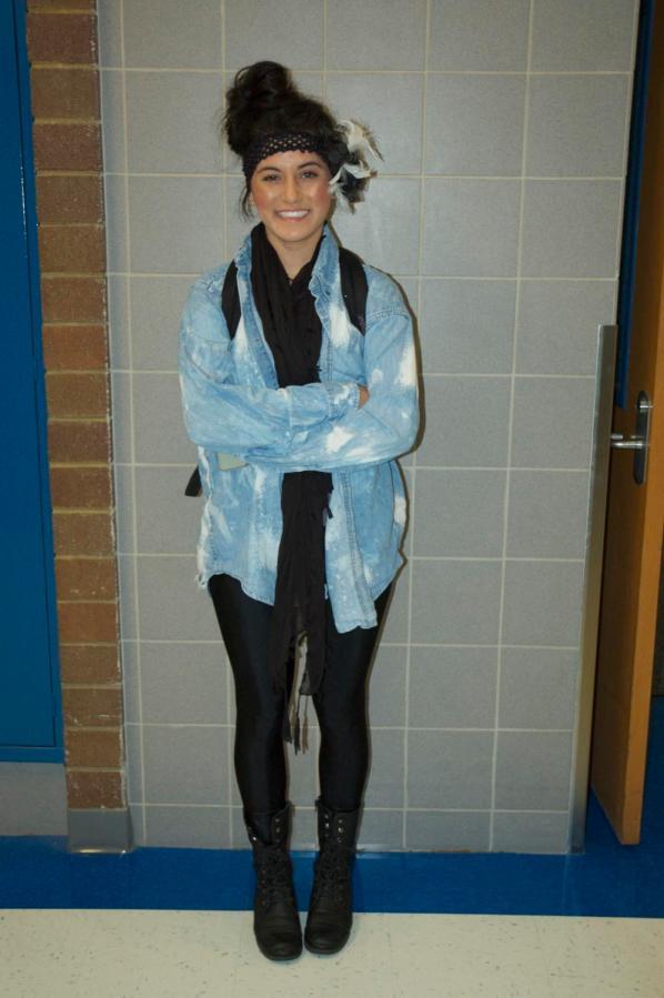 Many+students+like+senior+Chelsey+Jimenez+enjoy+wearing+leggings.