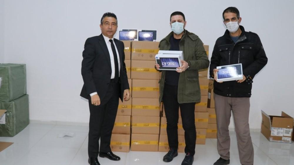 Bingöl'de öğrencilere tablet dağıtımı başladı