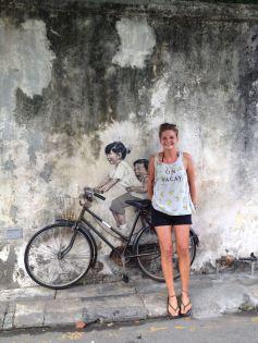 Kinder auf dem Fahrrad in George Town