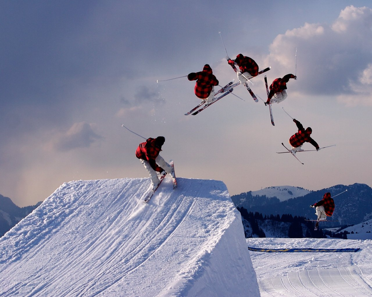 Freestyle skiing jump BINK portofoons