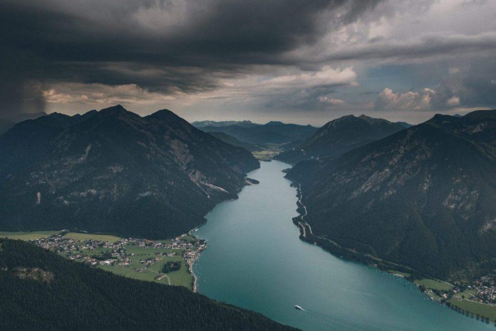 Düstere Wolken bei der Ankunft auf dem Bärenkopf am Achensee