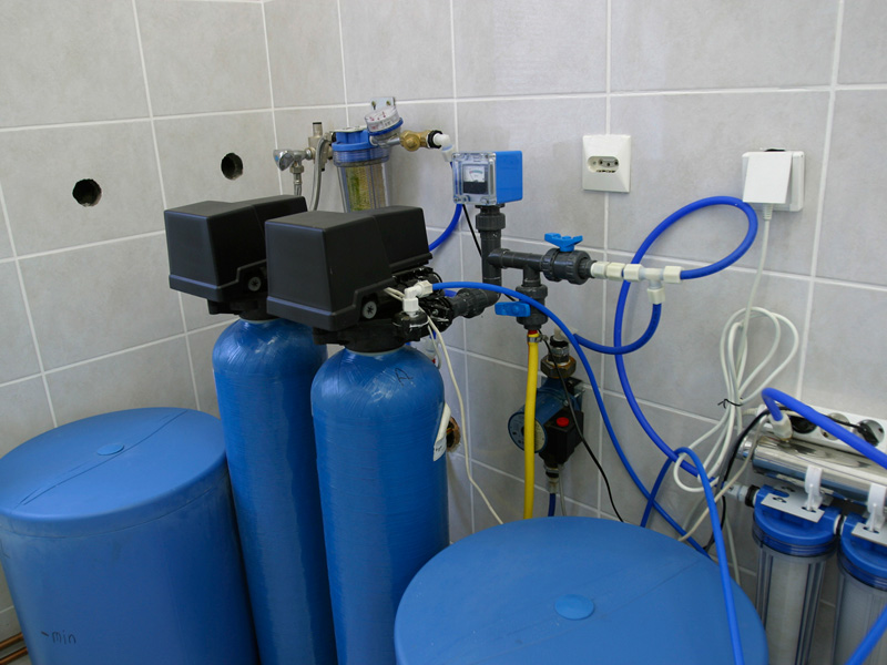 <h4>Residential and Commercial Water Softeners</h4>