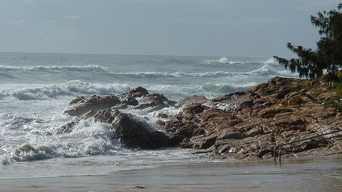 Ocean waves at high tide by Horizon2035 via Flickr