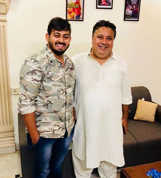 Manoj Pahwa with a Fan