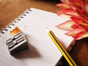 Bloc note et crayon à papier | Auteur : PublicDomainPictures, licence CC0
