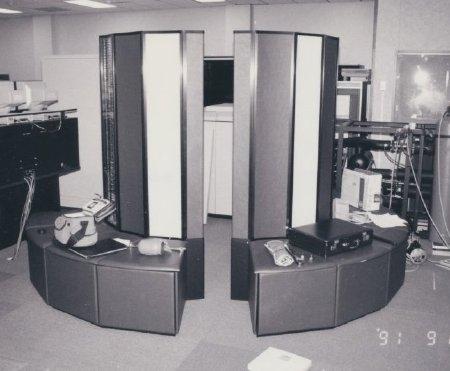 A titre d'exemple : le CRAY X-MP/22 Supercomputer, utilisé entre 1986 et1992 au Laboratoire de Biologie mathématiques du NIH Courtesy of the Office of History, National Institutes of Health
