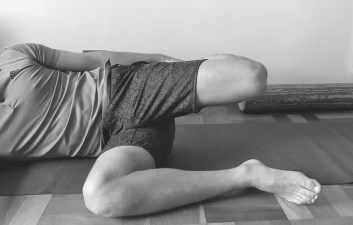 Quadriceps stretch for trail runners