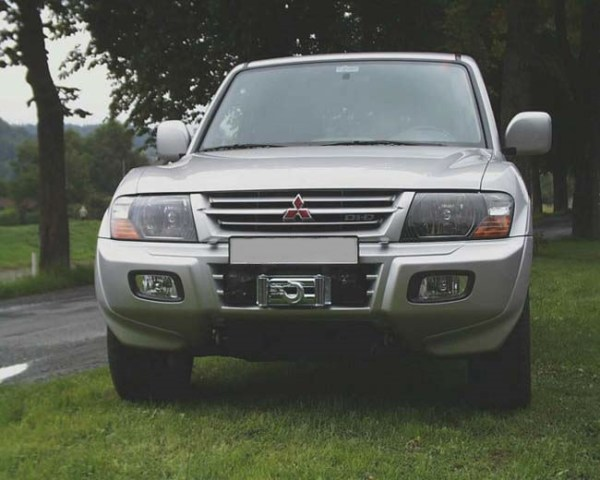 Nosač vitla unutar branika Mitsubishi Pajero/Montero V60 i V80 (3. i 4. generacija)
